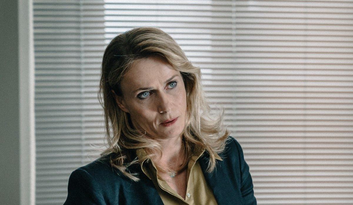 Lucia Mascino Interpreta Fusco ne I Delitti Del Barlume 8. Credits: Sky e Paolo Ciriello