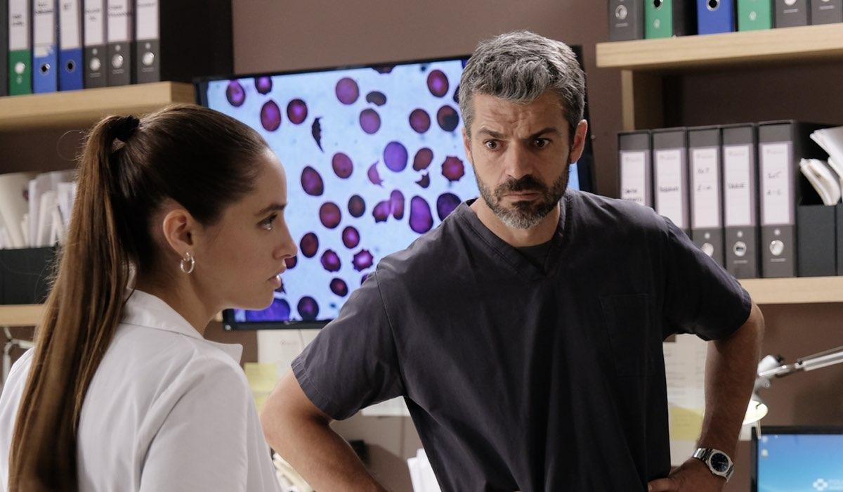 Matilde Gioli e Luca Argentero, qui in una scena di Doc - Nelle Tue Mani Nei Panni Di Giulia Giordano E Andrea Fanti Credits Rai