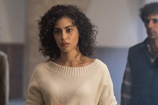 Mina El Hammani in una scena di El Internado: Las Cumbres. Credits: Amazon Prime Video.