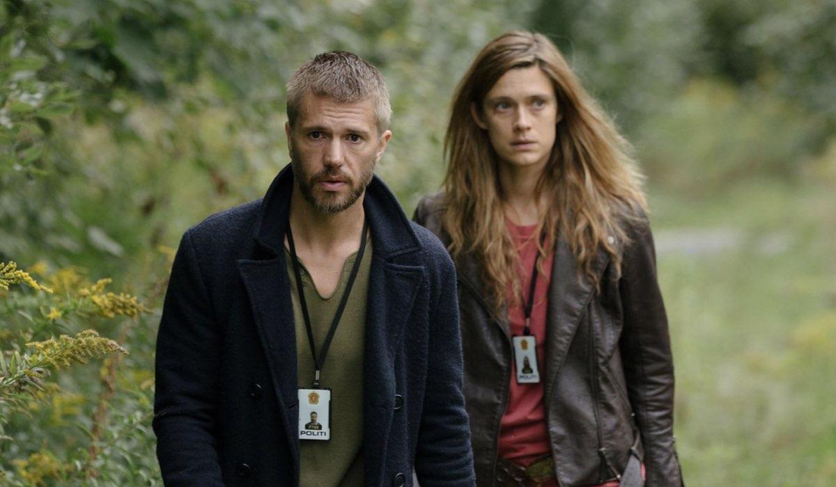 Lars Haaland (Nicolai Cleve Broch) e Alfhildr Enginnsdottir (Krista Kosonen) in una scena della serie. Credits: Eirik Evjen/HBO Nordic via RaiPlay.