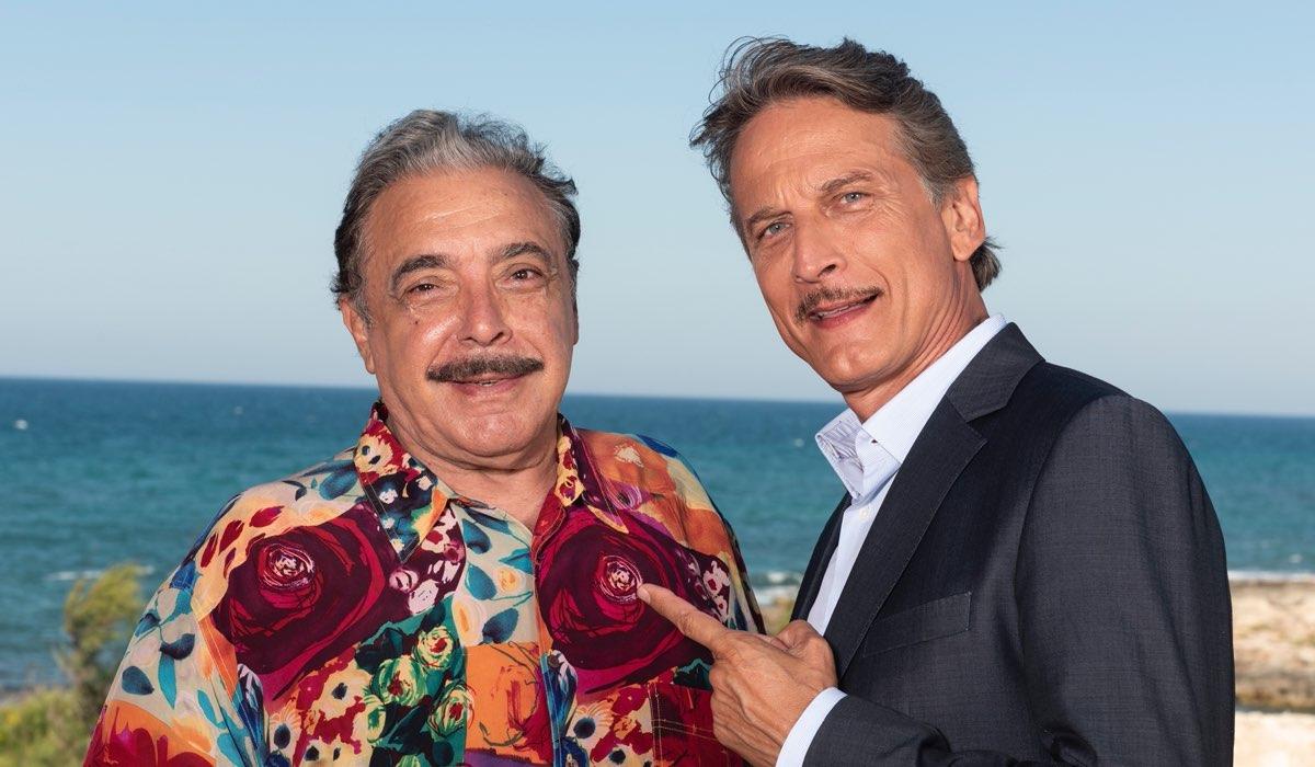 Nino Frassica e Cesare Bocci in Fratelli Caputo Fiction Credits Mediaset