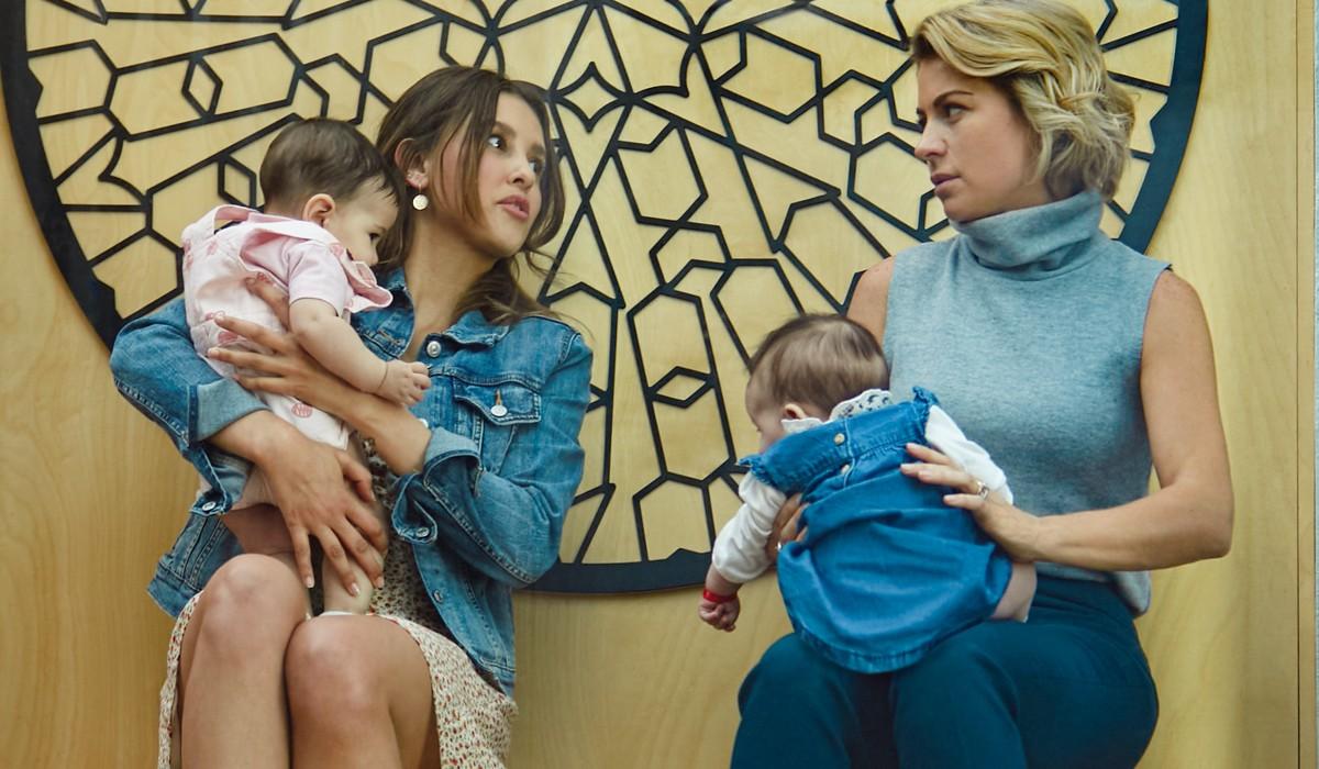 Paulina Goto e Ludwika Paleta sono Mariana e Ana In Di Mamma Ce Ne Solo... Due! Credits: Laura May/Netflix