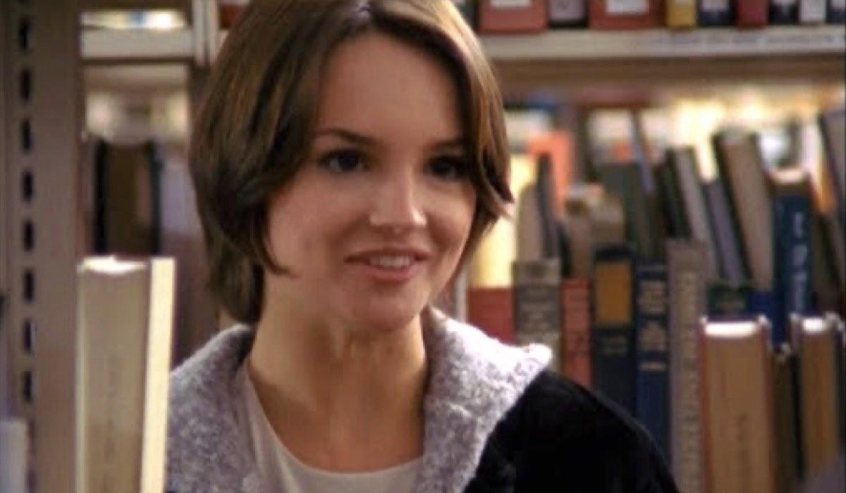 Rachael Leigh Cook In Dawson's Creek. Credits: The WB