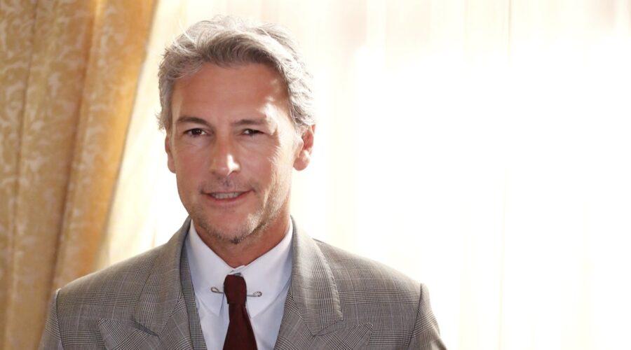 Roberto Farnesi Interpreta Umberto Guarnieri Ne Il Paradiso Delle Signore Daily Credits Rai
