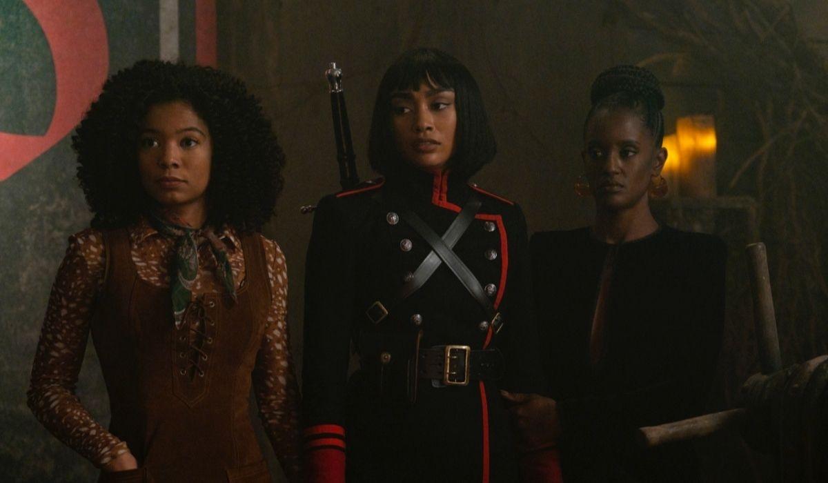 Da sinistra: Roz (Jaz Sinclair), Prudence (Tati Gabrielle) e Mambo Marie (Skye Marshall). Credits: Netflix.