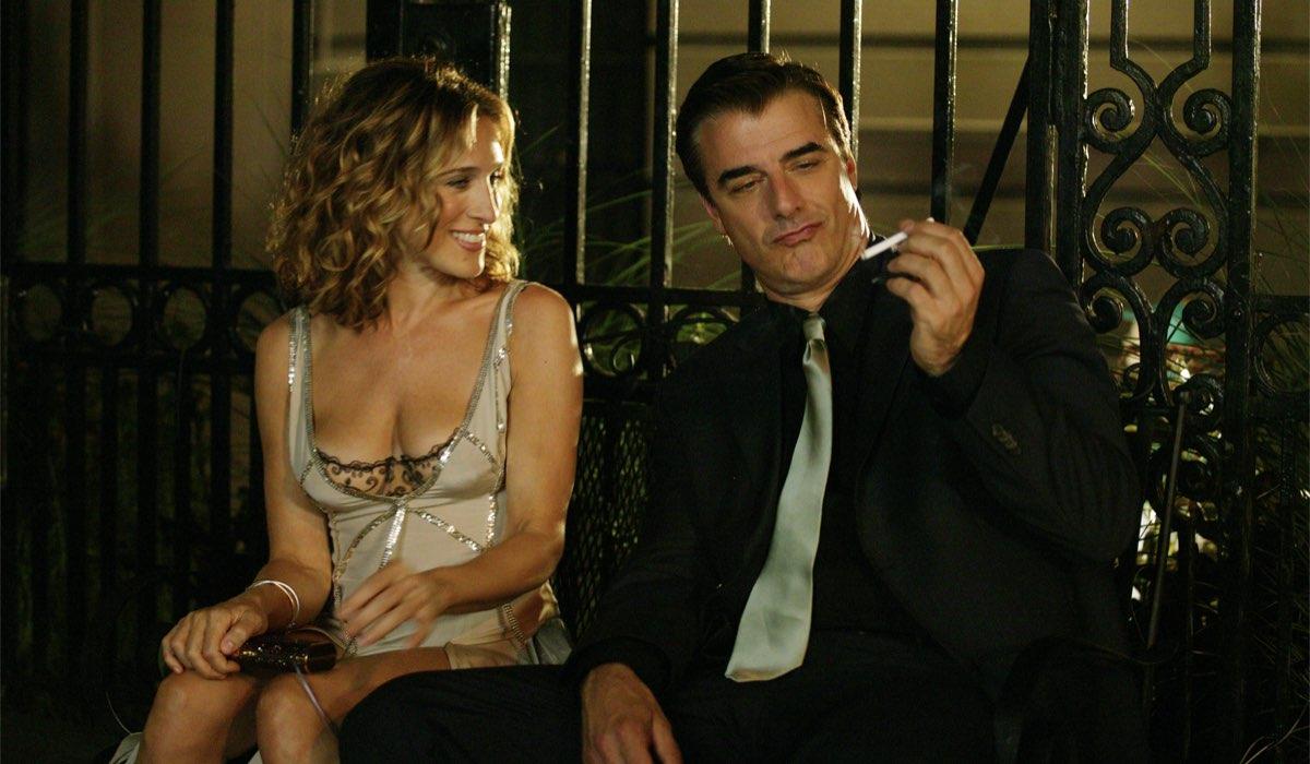 Da sinistra: Sarah Jessica Parker e Chris Noth in una scena della serie. Credits: HBO via Sky Italia.