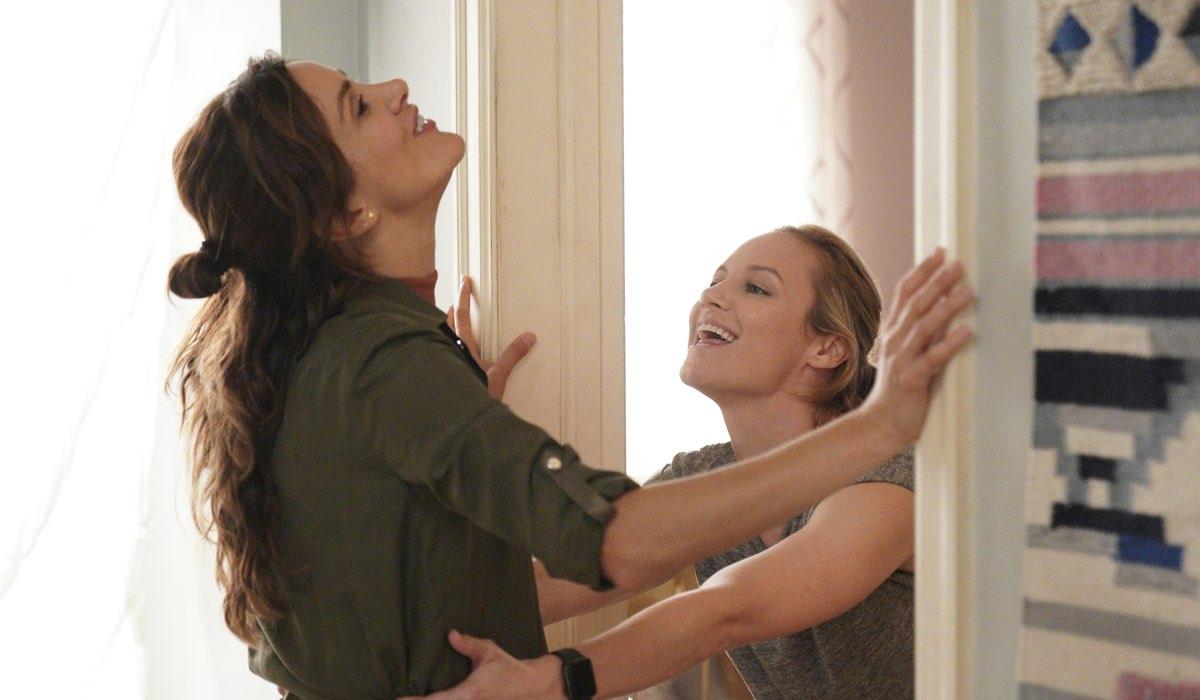 Da sinistra: Stefania Spampinato (Carina De Luca) e Danielle Savre (Maya Bishop) nella quarta stagione di Station 19. Credits: Fox/ABC.