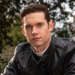Tom Brittney Interpreta il Reverendo William in Grantchester 5 Stagione. Credits: Giallo
