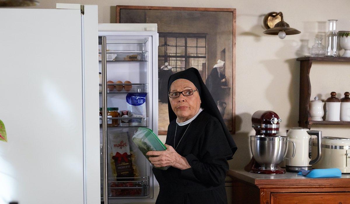 Valeria Fabrizi In Che Dio Ci Aiuti 6 Stagione: Credits Lucia Iuorio