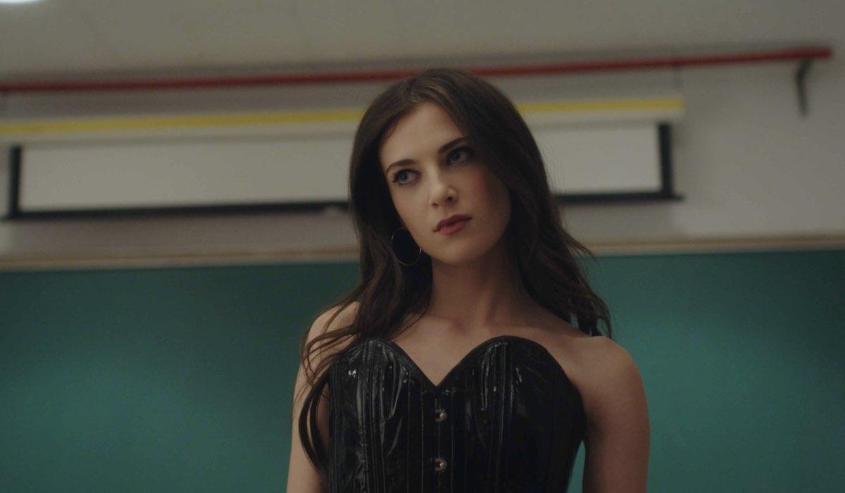 Zoe Levin in Bonding. Credits: Netflix.