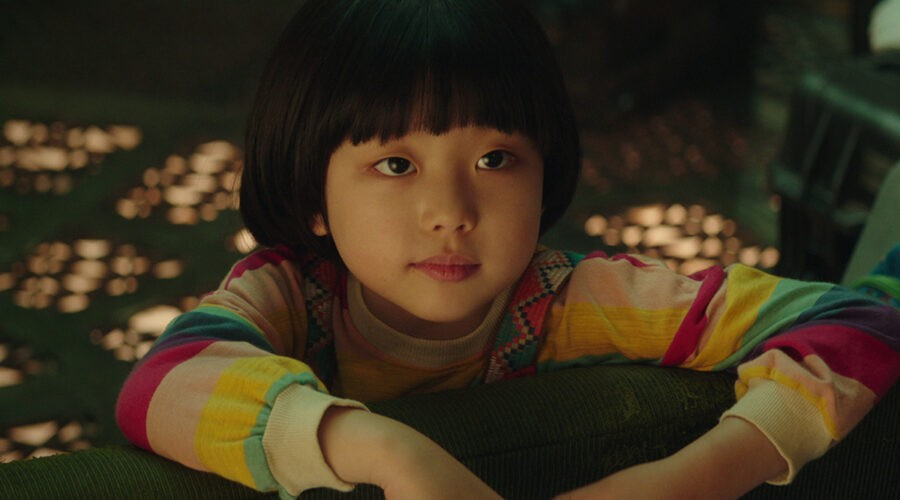 Dorothy (Park Ye-rin) in una scena del film Space Sweepers. Credits: Netflix.