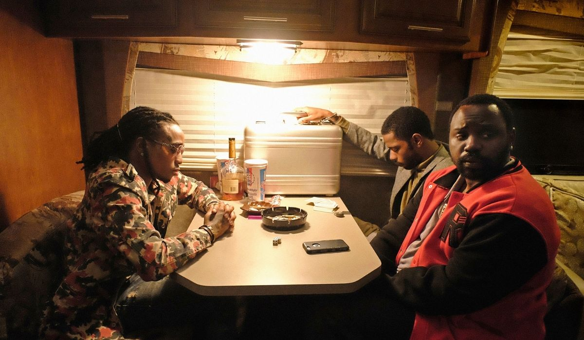Da sinistra: il rapper Quavo, Lakeith Stanfield e Brian Tyree Henry in una scena di Atlanta. Credits: FX/Disney.