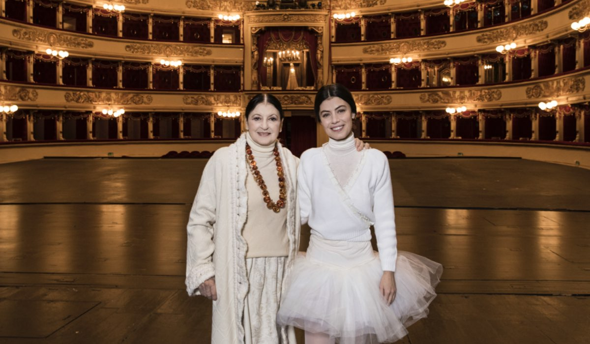 Carla Fracci e Alessandra Mastronardi durante le riprese di