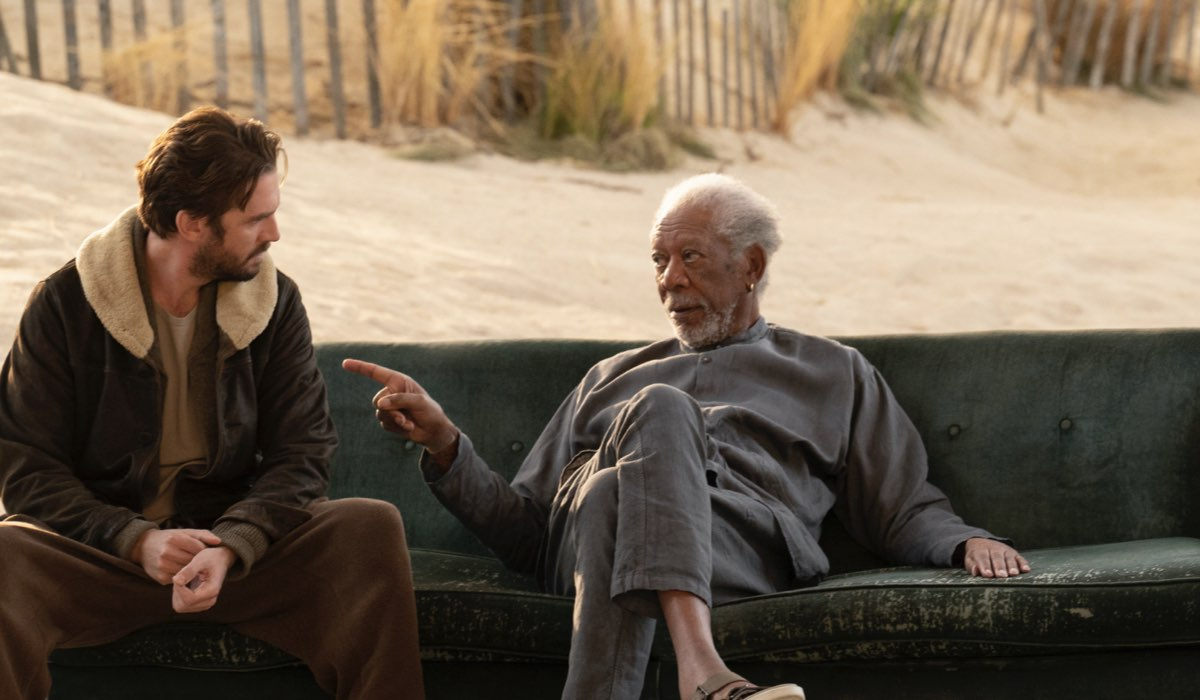 Dan Stevens e Morgan Freeman In Solos. Credits: Amazon Prime Video