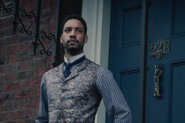 Royce Pierreson (Watson) in Gli Irregolari di Baker Street. Credits: Matt Squire/Netflix.