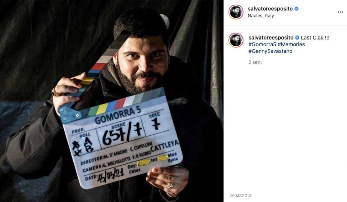 """Salvatore Esposito e l'ultimo ciak di """"Gomorra 5"""". Credits: @salvatoreesposito/Instagram."""