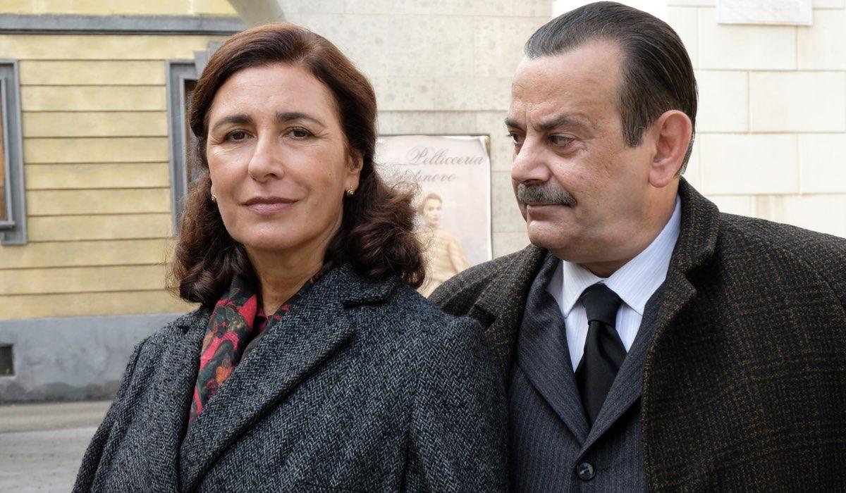 Antonella Attili e Nicola Rignanese interpretano Agnese Amato e Giuseppe Amato, qui in un posato per Il Paradiso Delle Signore 5 Credits Rai