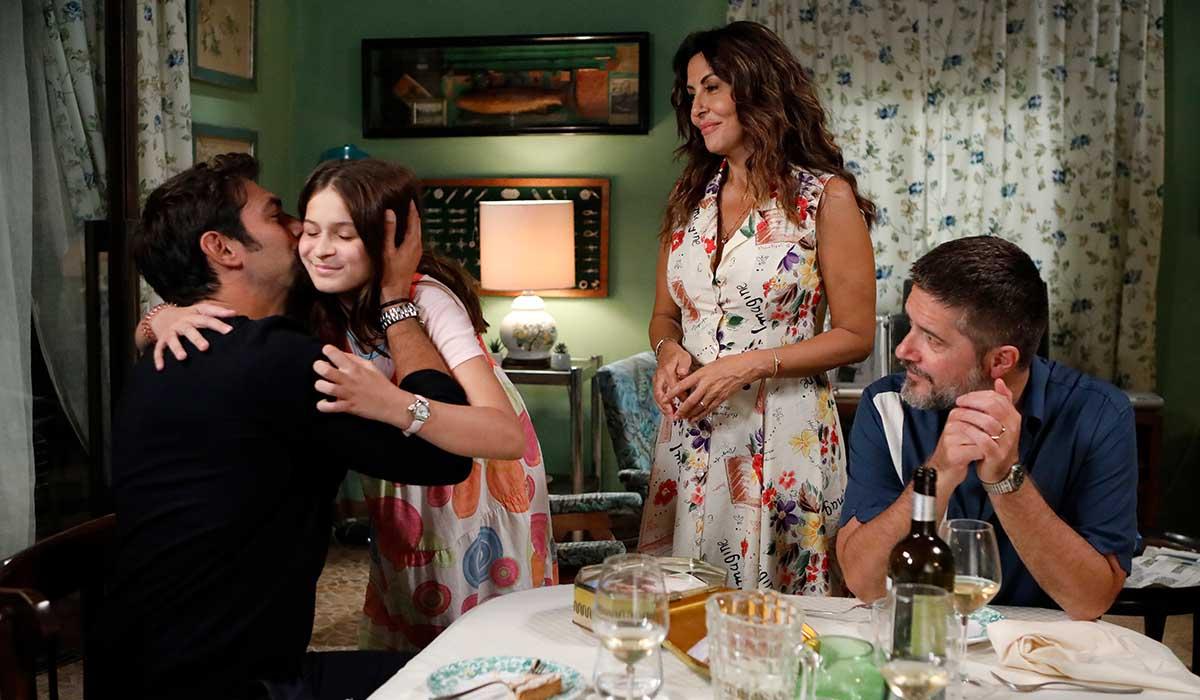 Il cast di Svegliati Amore Mio in una scena della fiction. Credits: Mediaset.