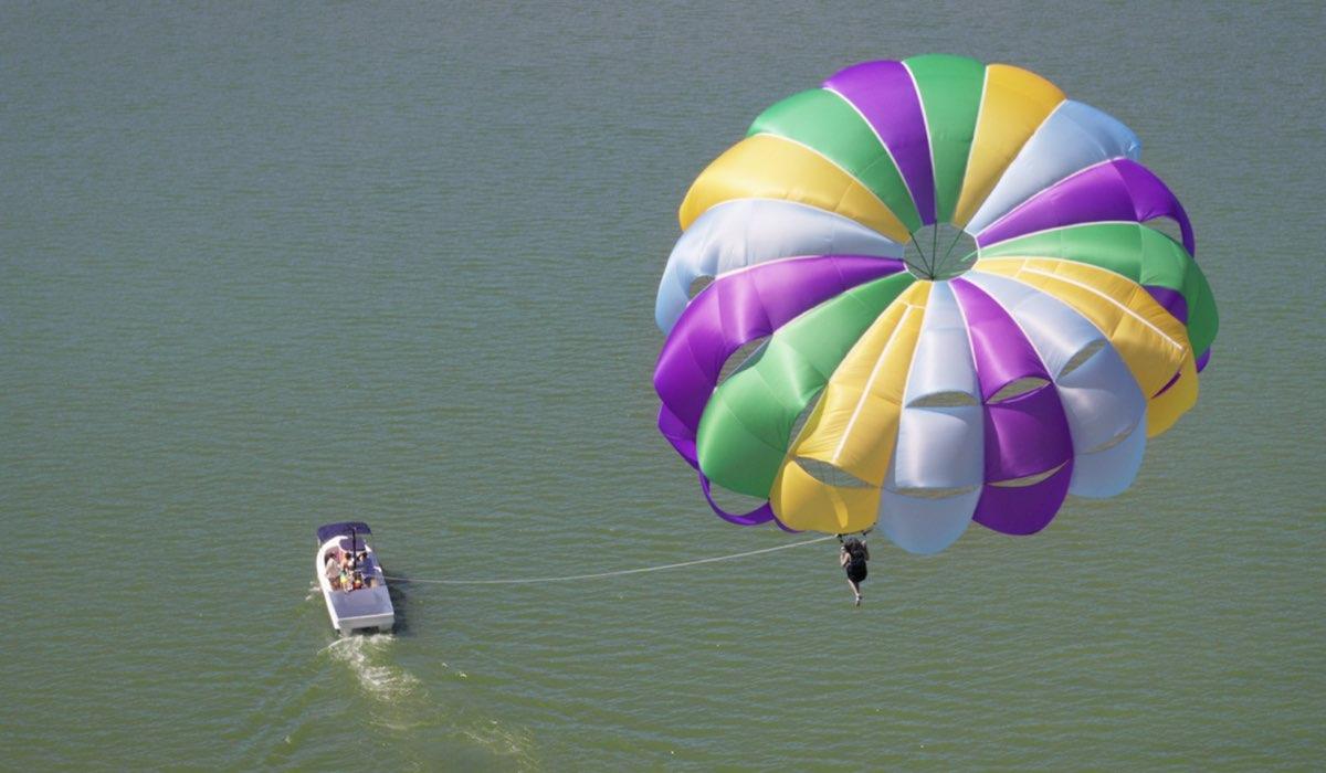 L'incidente del paracadute, la tragedia al centro di Che Fine Ha Fatto Sara. Credits: Netflix.