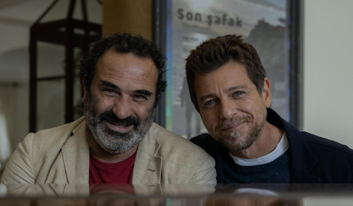 Domenico Centamore (Peppe Piccionello) e Claudio Gioè (Saverio Lamanna) In Màkari Credits: Floriana Di Carlo/Rai
