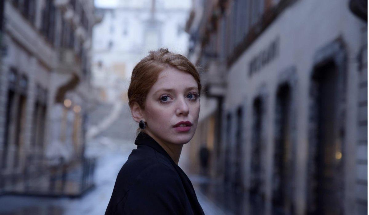 Francesca Carrain Interpreta Anna Rossi Ne Il Paradiso Delle Signore 5 Qui L'attrice In Un Posato
