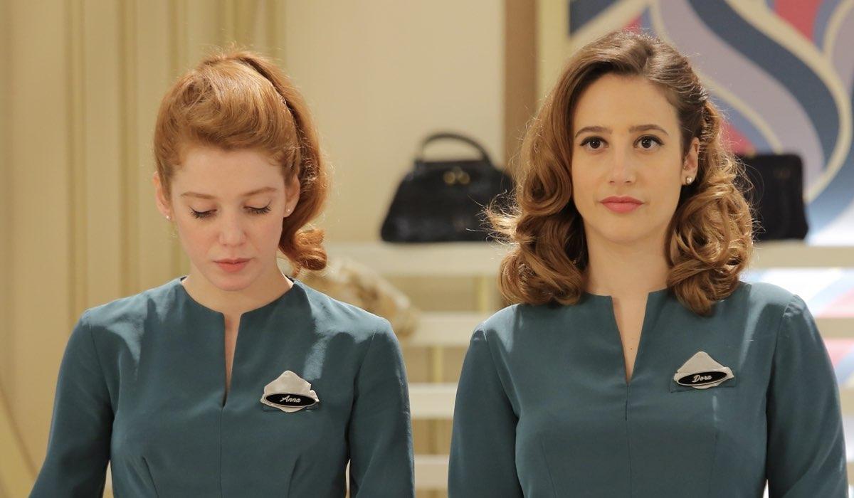 Francesca Carrain e Mariavittoria Cozzella interpretano rispettivamente Anna Rossi e Dora Vianello ne Il Paradiso Delle Signore 5 Credits P. Bruni e Rai