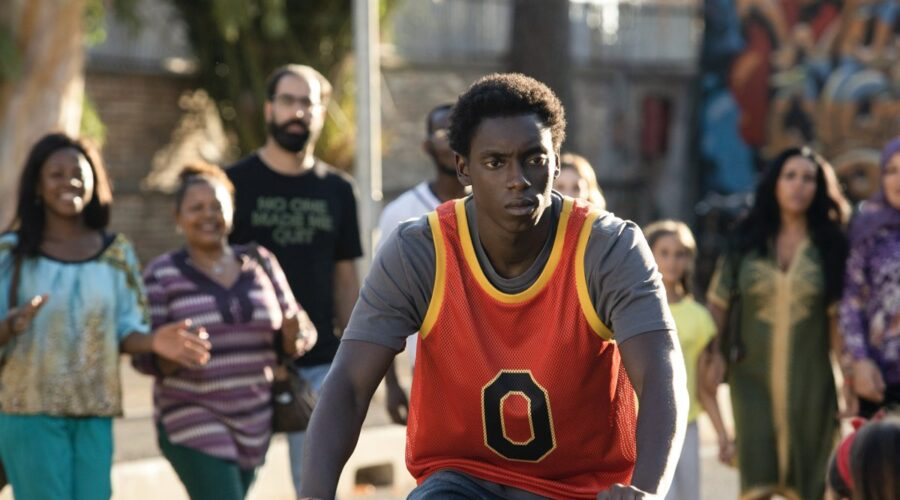 Giuseppe Dave Seke nei panni di Omar in Zero. Credits: Netflix.