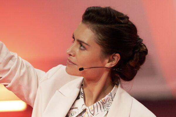 Hannah Ware Interpreta Rebecca In La Coppia Quasi Perfetta. Credits: Netflix