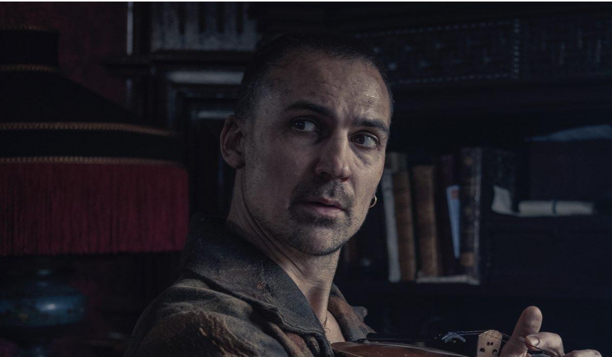 Henry Lloyd Hughes ( Sherlock) ne Gli Irregolari Di Baker Street Credits: Matt Squire/Netflix