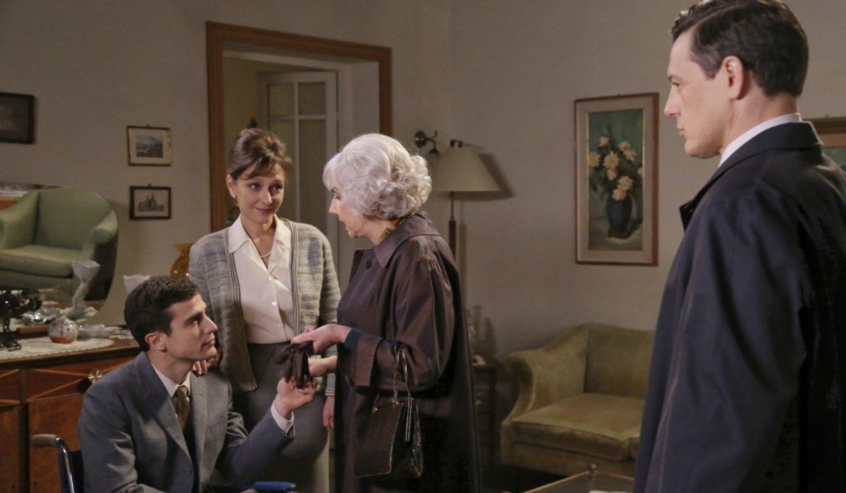 Una scena de Il Paradiso Delle Signore 4 con Marta Richeldi, Alessandro Fella, Pia Engleberth e Giorgio Lupano Credits P. Bruni E Rai