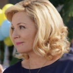 Kim Cattrall Interpreta Margaret In Filthy Rich Su Star Credits: Disney Plus