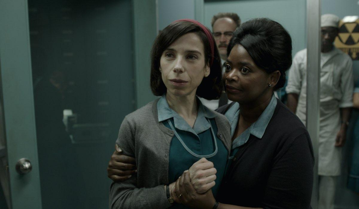 """Da sinistra: Sally Hawkins e Octavia Spencer in """"La forma dell'acqua"""". Credits: Disney Plus."""