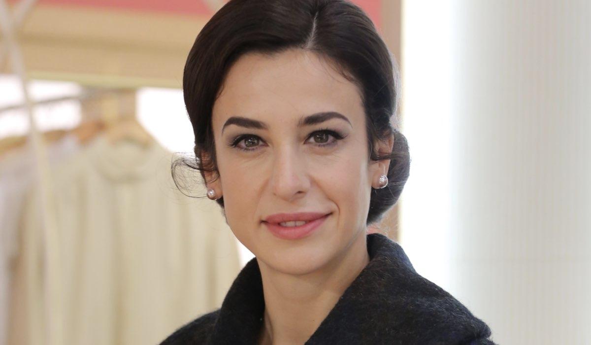 Lara Komar interpreta Gloria Moreau ne Il Paradiso Delle Signore 5 o Daily 3, qui in un posato Credits P. Bruni e Rai