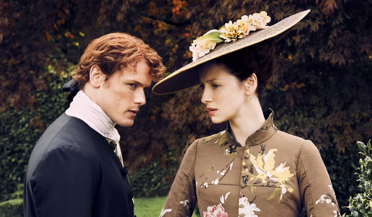 Sam Heughan e Caitriona Balfe in una scena di Outlander. Credits: Fox.