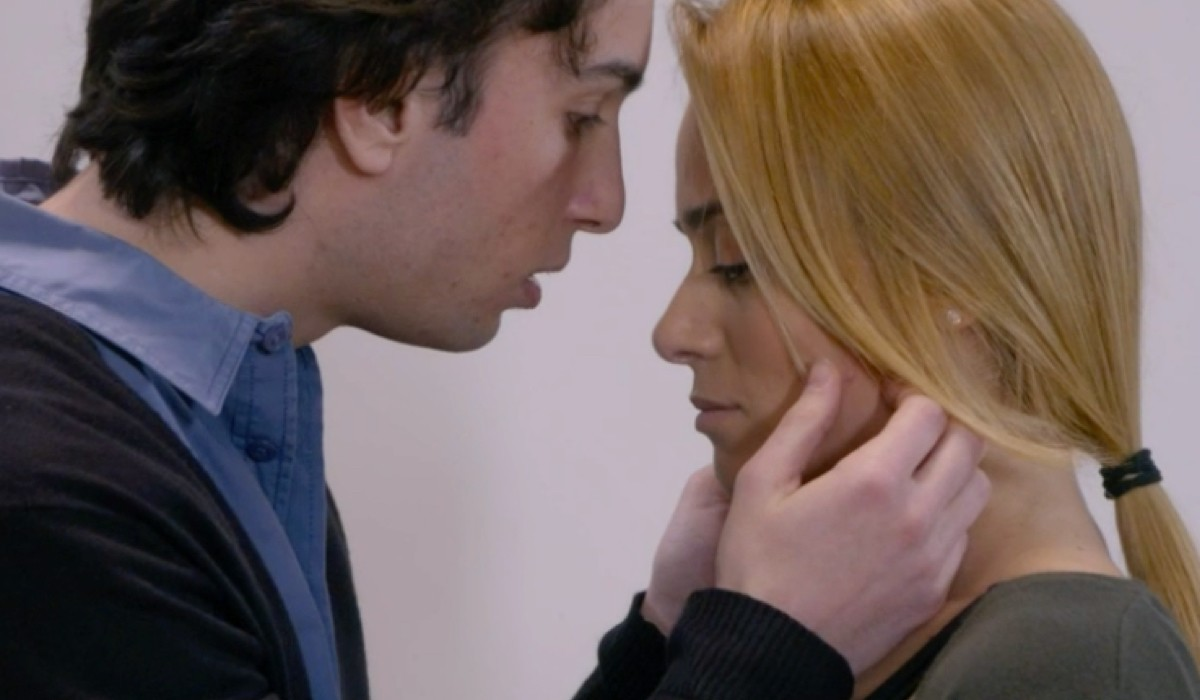 Patrizio e Clara Di Un Posto Al Sole si baciano Credits: Rai