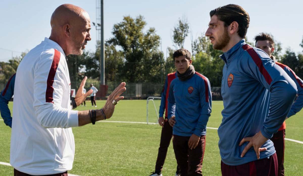 Pietro Castellitto (Francesco Totti) e Gianmarco Tognazzi (Luciano Spalletti) nella serie TV Speravo De Morì Prima. Credits: Iacovelli-Zayed/Sky.
