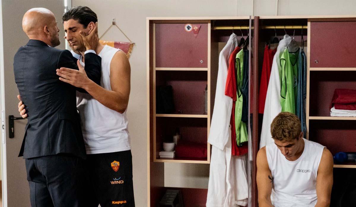 Pietro Castellitto (Francesco Totti) e Gianmarco Tognazzi (Luciano Spalletti) in Speravo De Morì Prima. Credits: Iacovelli-Zayed/Sky.