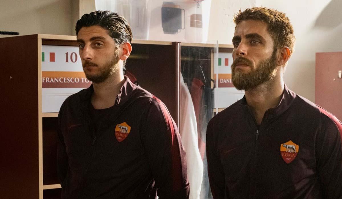 Pietro Castellitto (Francesco Totti) e Marco Rossetti (Daniele De Rossi) in Speravo De Morì Prima. Credits: Iacovelli-Zayed/Sky.