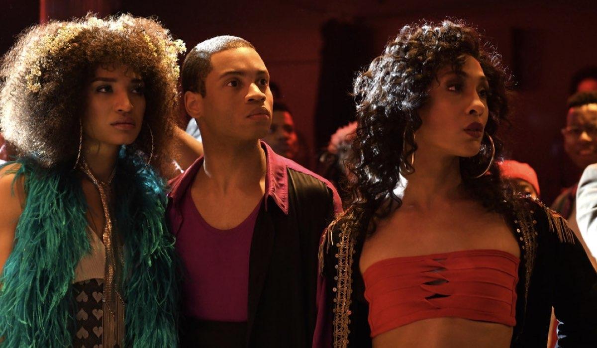 Da sinistra a destra: Indya Moore, Ryan Jamaal Swain e Mj Rodriguez. Credits: FX via Netflix Italia.