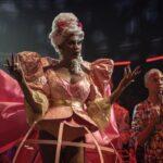 Dominique Jackson nei panni di Elektra Abundance in una scena di Pose. Credits: FX via Netflix Italia.