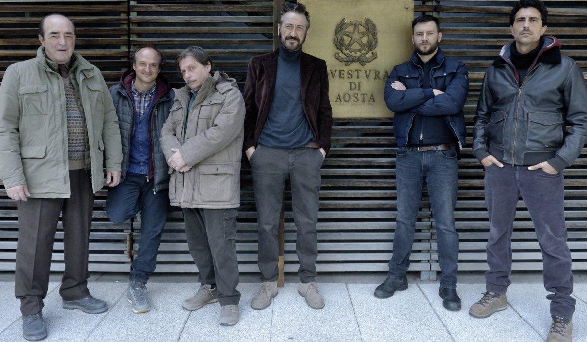 Rocco Schiavone 4, da sinistra: Gino Nardella, Christian Ginepro, Massimiliano Caprara, Marco Giallini, Ernesto D'Argenio e Alberto Lo Porto Credits Rai