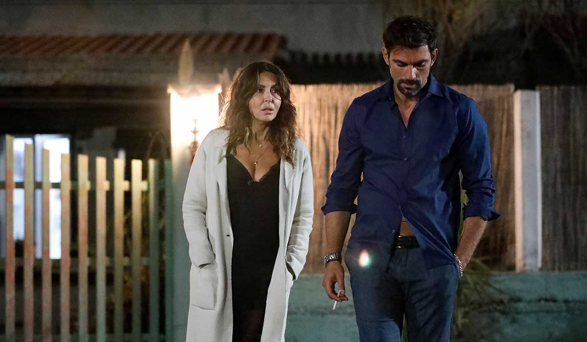 Sabrina Ferilli (Nanà) e Francesco Venditti (Stefano) in una scena di Svegliati Amore Mio. Credits: Mediaset.