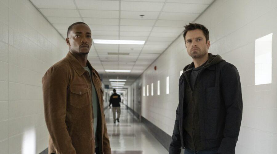 Anthony Mackie e Sebastian Stan sono Sam Wilson e Bucky Barnes in The Falcon And The Winter Soldier. Credits: Disney Plus.