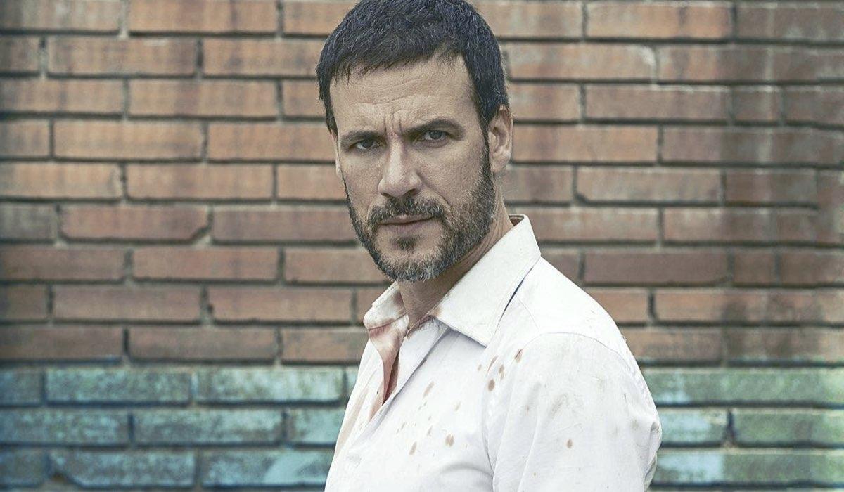 Daniel Grao nei panni di Antonio Santos Trénor in Sparita nel Nulla. Credits: Netflix.