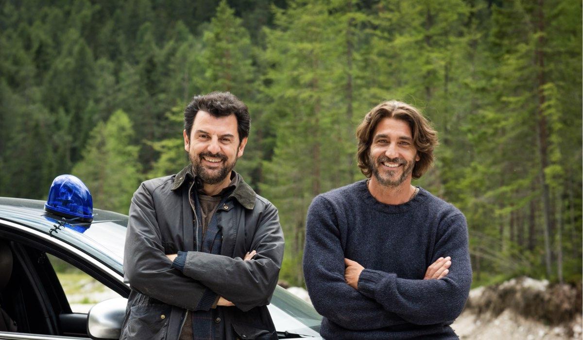 Un Passo Dal Cielo 6 - I Guardiani: Enrico Ianniello e Daniele Liotti interpretano Vincenzo Nappi e Francesco Neri. Credits Rai