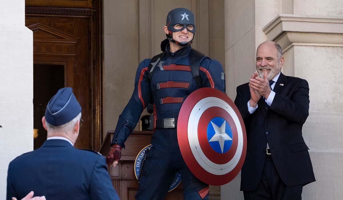 Wyatt Russell è John Walker nella serie TV The Falcon And The Winter Soldier. Credits: The Walt Disney Company e Marvel Studios.