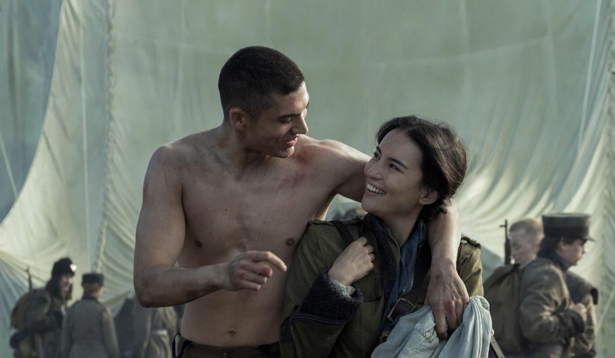 Archie Renauz (Mal) e Jessie Mei Li (Alina) In Tenebre e Ossa. Credits: David Appleby/Netflix