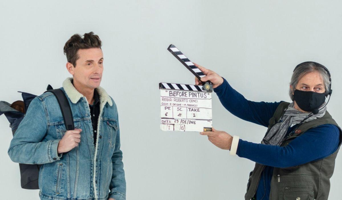 "Angelo Pintus nella serie tv ""Before Pintus"" di Amazon. Credits: Prime Video."