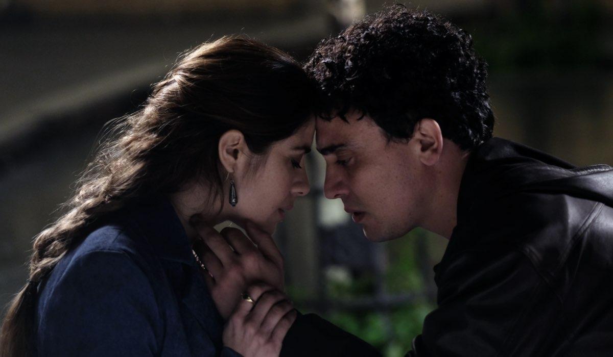 Simone Liberati (Enrico) e Greta Scarano (Anna) in Chiamami ancora amore. Credits: Fabrizio de Blasio e Rai