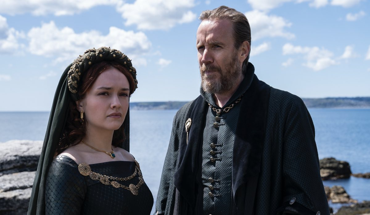 House Of The Dragon, Alicent Hightower (Olivia Cooke) E Otto Hightower (Rhys Ifans). Credits: HBO E Erin Parkin